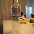 写真: ABCで売ってるハワイの水 99セント