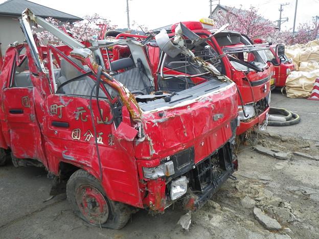 写真: 犠牲になった消防車