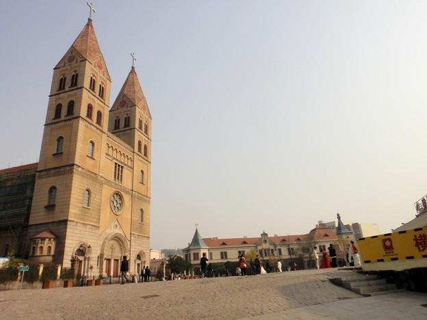 青島基督教会と広場