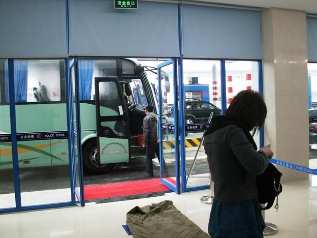 上海に到着する前にバスから降ろされちゃいましたッ