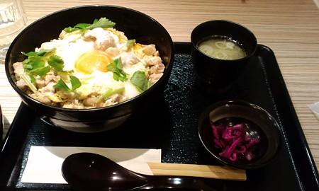 """親子丼""""白""""とお味噌汁@鶏肉専門店 梅や"""