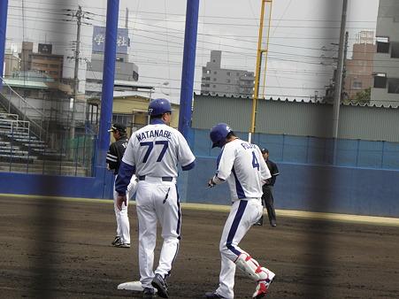 003 内野安打で出塁ですよー