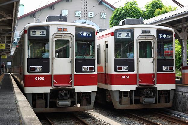 716列車 と 718列車