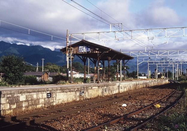 写真: 大糸線 安曇追分駅 ホーム