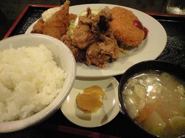神田の居酒屋のフライ定食