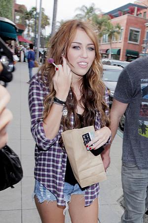 Miley+Cyrus+boyfriend+Liam+Hemsworth+both+DM3XTd6gKeol