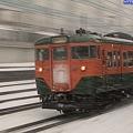 写真: 新子安にて 雪の中の113系