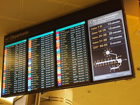 朝6時出発のフライト待ち