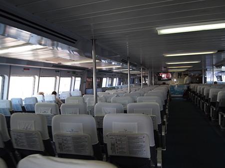 カタマランの船内