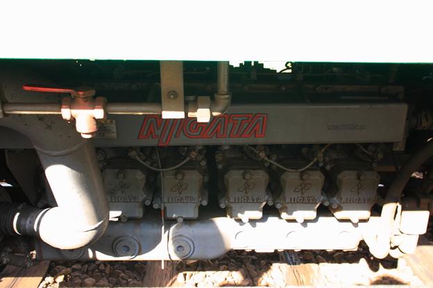 新潟鐵工所製DMF13HS(250PS/2000rpm)エンジン