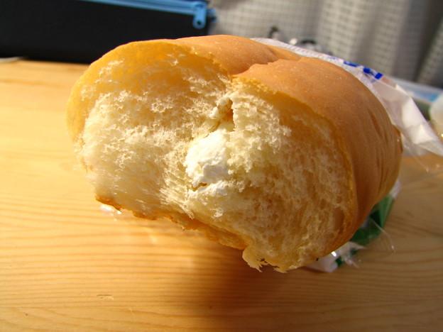 写真: デーリィ牛乳サンド 半分