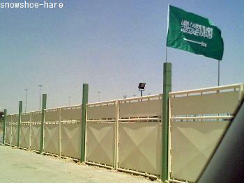工事現場にも国旗