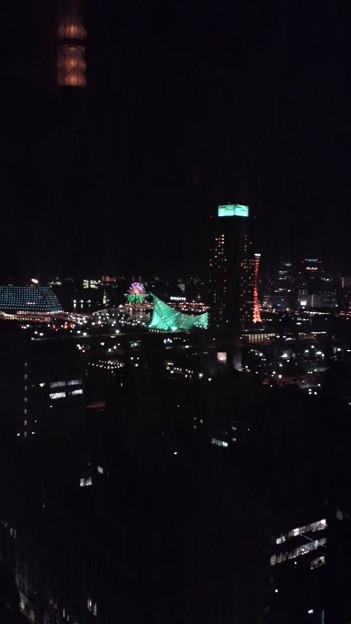 写真: 昨夜の夜景。神戸は朝も夜も...
