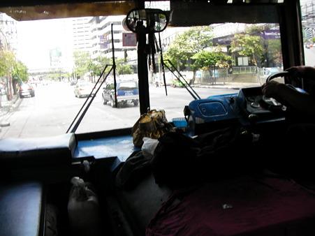 バスは良いですなぁ〜。