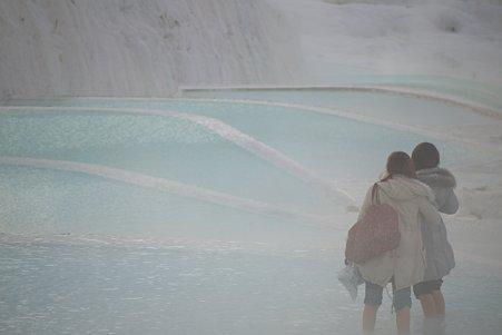 2011.01.24 トルコ パムッカレ 温泉石灰華段丘 美女二人