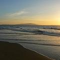 写真: 朝日・砂浜・・・。