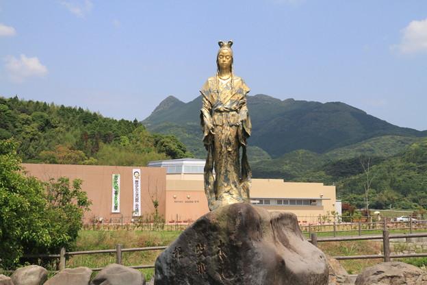 写真: 100516-100九州ロングツーリング・このはなさくや姫像