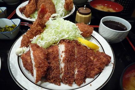 チキンかつ定食(エビフライ&ころっけ)