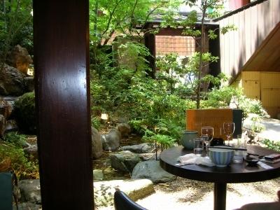 テラスの前は庭園