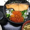写真: イクラと鮭の親子丼